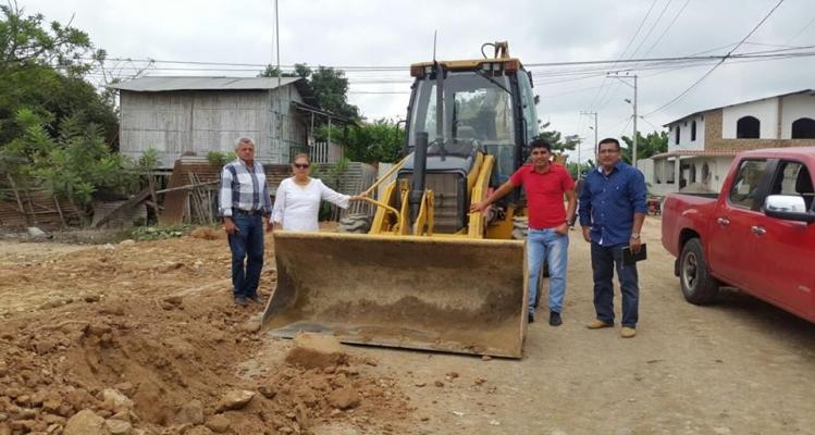 CONSTRUCCIÓN DE ACERAS EN VARIOS BARRIOS DE LA PARROQUIA.