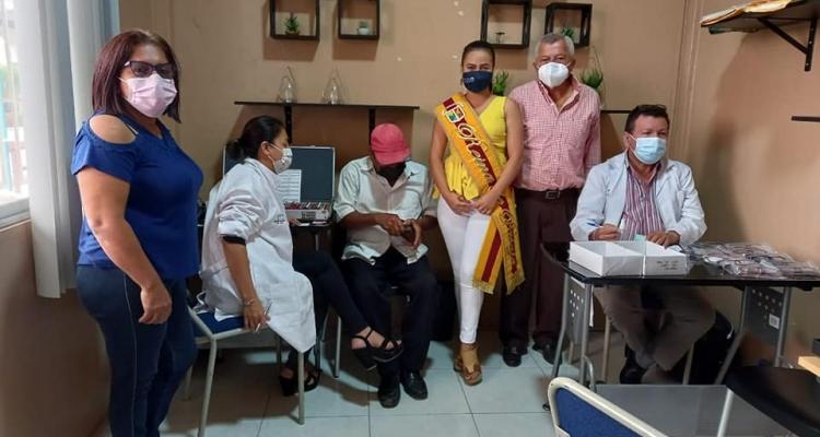 GRAN CAMPAÑA MEDICA VISUAL, REALIZADA POR LA REINA DE PASAJE, EN COORDINACION CON EL GAD PARROQUIAL.